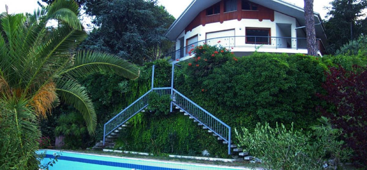 Villa mit Meerblick, Garten und Pool