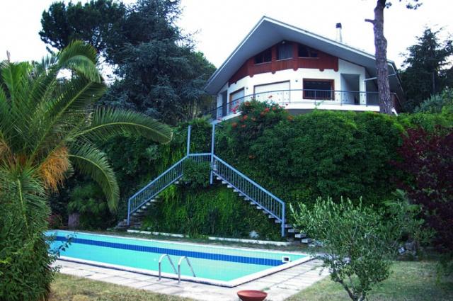 Villa mit Garten und Pool zum Kauf in Montesilvano, Meerblick ...