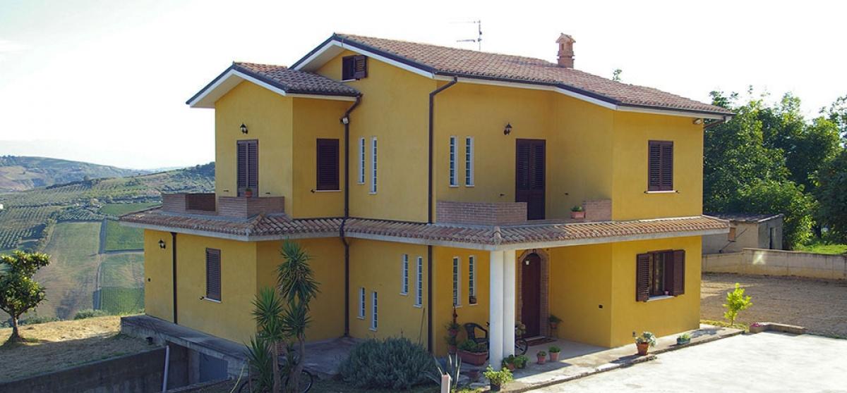 Villa mit herrlichem Panoramablick auf Meer und Berge