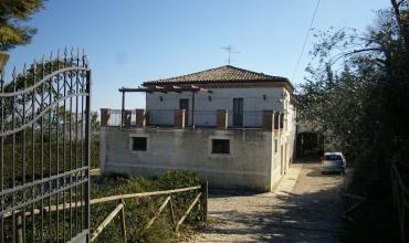 San Martino,Atri,4 Zimmer Zimmer,2 BadezimmerBadezimmer,Landhaus,Contrada San Martinello 7,1426